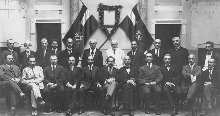 صورة تذكارية تجمع مؤسسو البنك الوطني الجورجي عام 1919